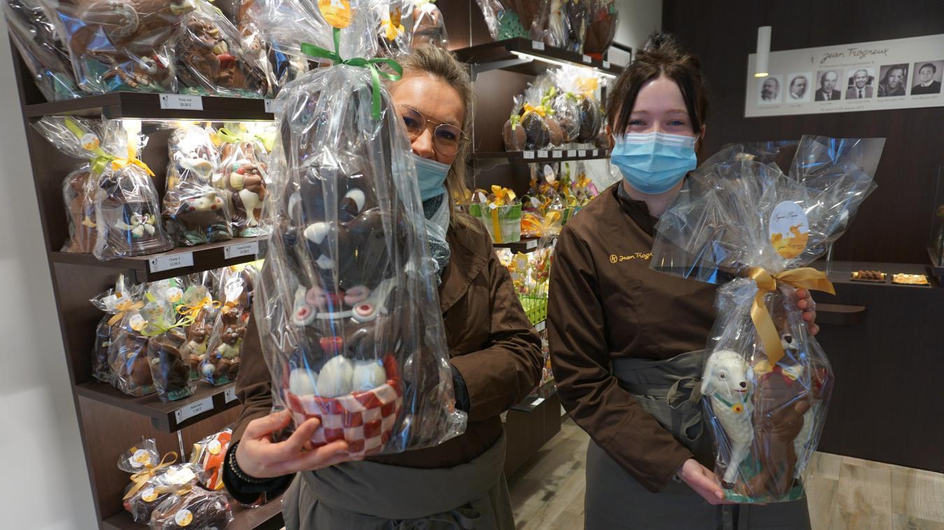 Les vendeuses de chez Trogneux, au Touquet-Paris-Plage, sont prêtes à accueillir la clientèle pour la fête de Pâques.