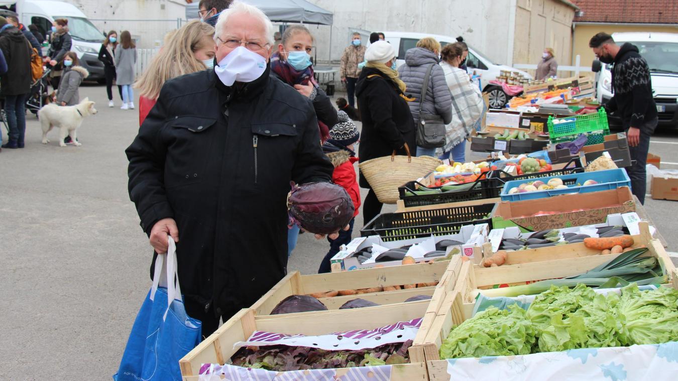 Le premier marché de Quesques a attiré les foules pour le plus grand plaisir du maire Paul Saint Maxent.