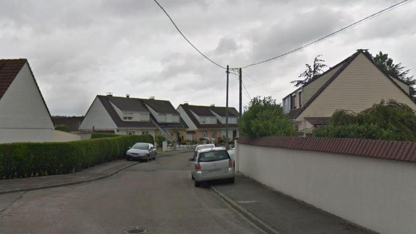 Un incendie s'est déclaré rue Vaillant-Couturier, à Cappelle-la-Grande, un peu avant 15h, ce lundi 5avril. Capture Google Maps