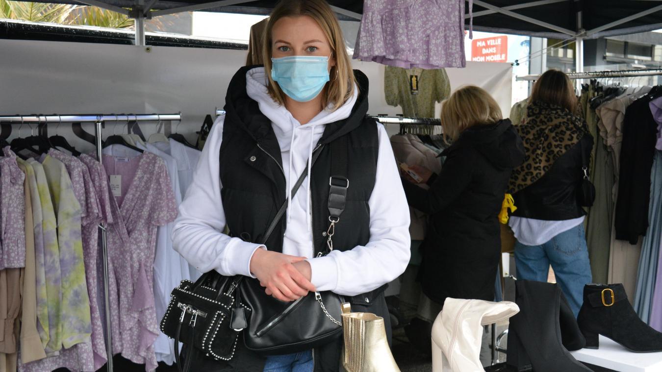 Adeline Playez tient Charismatique boutique. Elle s'est installée sur le marché comme l'y a autorisée la Ville.