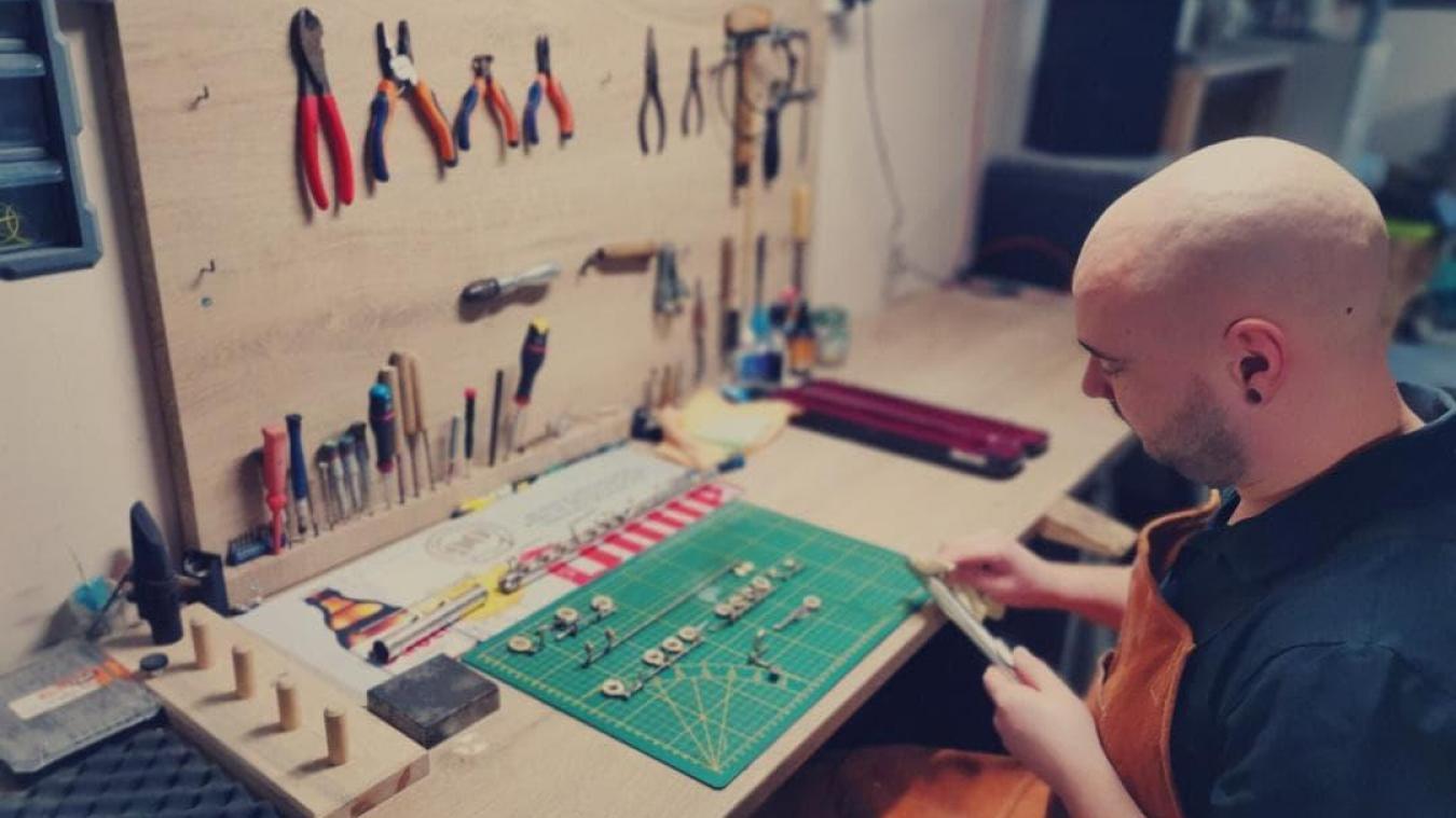 Yann Kevan répare et entretient des instruments, en plus de donner des cours de musique à Ghyvelde et Saint-Pol-sur-Mer.