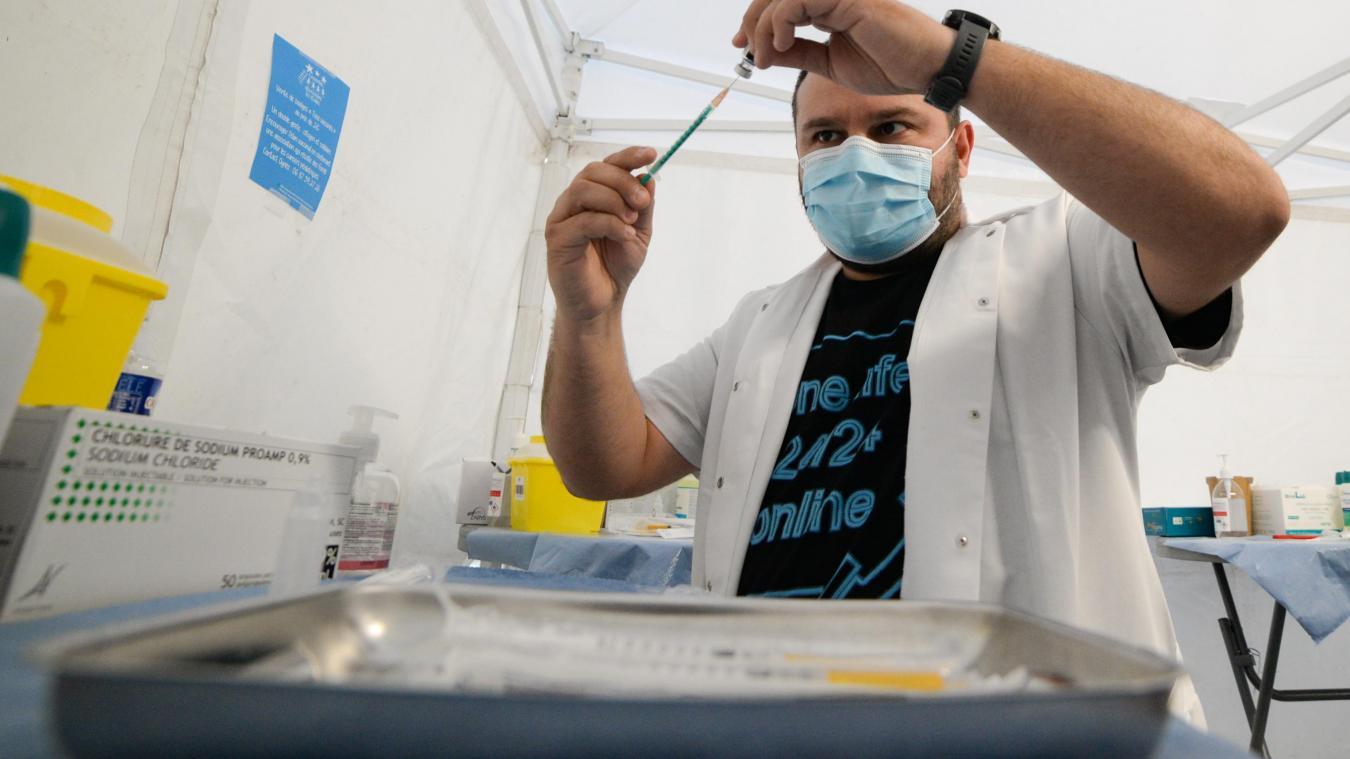 Le maire de Calais espère toujours pouvoir vacciner à terme jusqu'à 1000 personnes par jour au centre Gambetta.