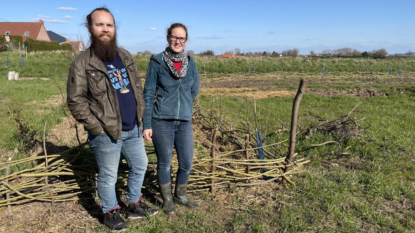 Le couple de Bollezeelois a acquis une parcelle pour accueillir des tas d'espèces végétales et animales.