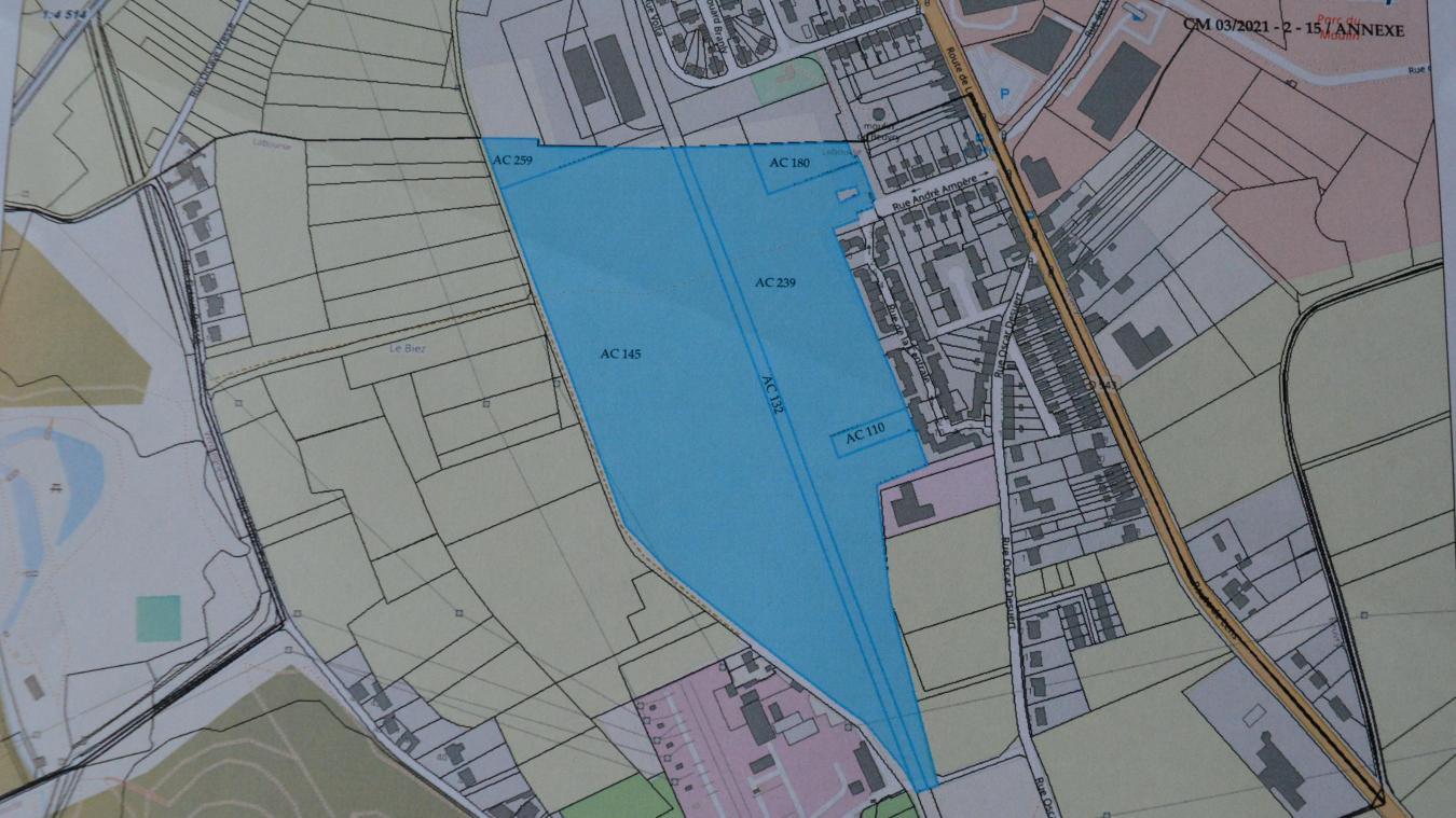 La centrale solaire photovoltaïque pourrait s'étendre sur la partie bleue de ce plan, située au bout de la rue Ampère.