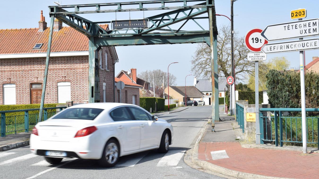 Généralement, les automobilistes qui roulent en excès de vitesse sont ceux qui partent du village pour rejoindre la campagne.