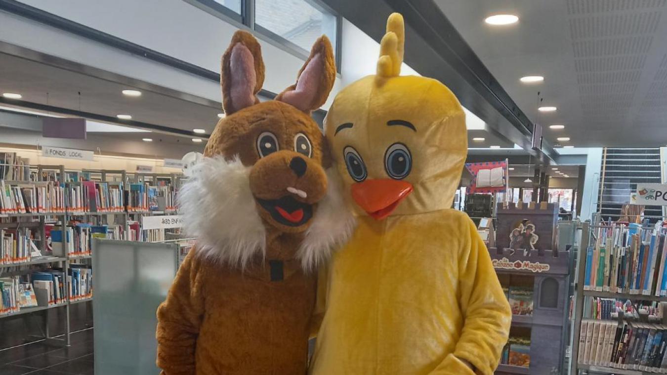 Les mascottes se sont rendues dans les trois écoles de la ville.