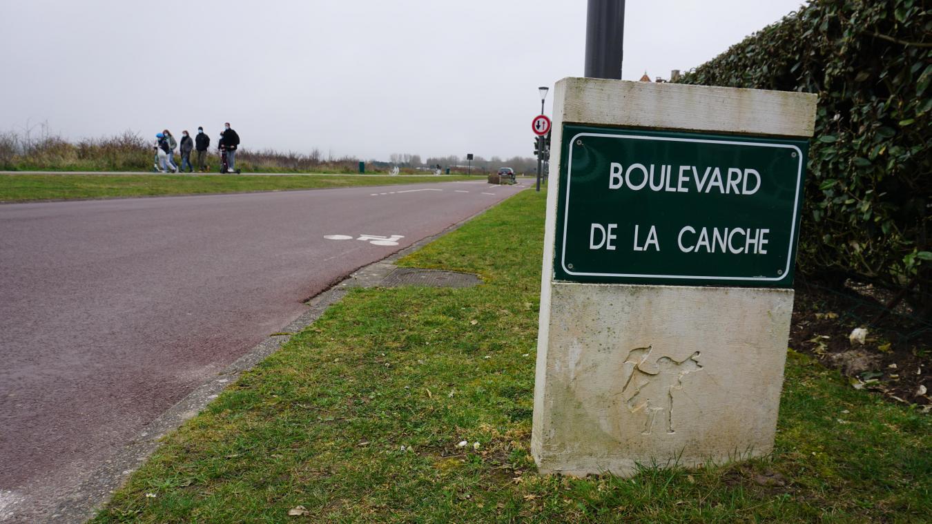 Les panneaux du boulevard de la Canche vont rester à leur place encore un peu.