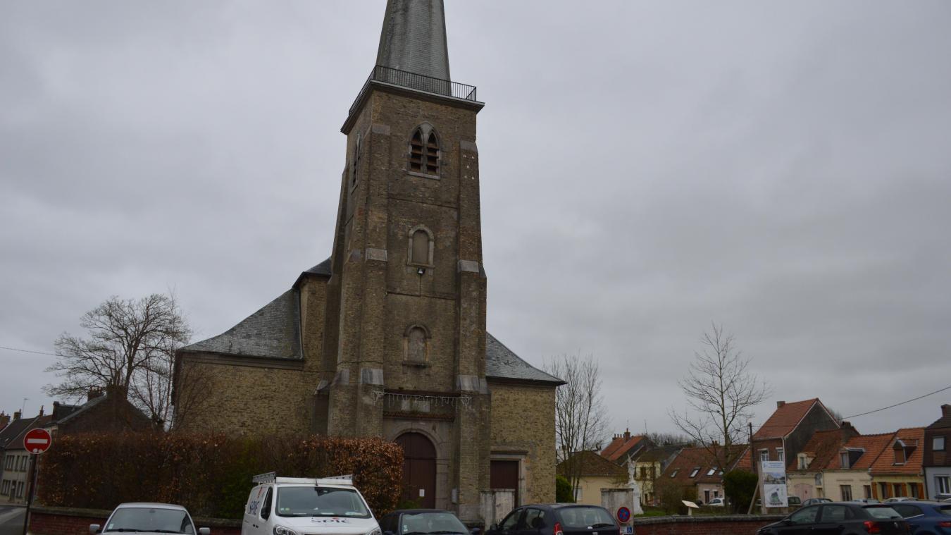 L'église Saint-Pierre de Guînes est la reconstruction en brique d'une église déjà rebâtie en 1660. L'édifice actuel a été inauguré en 1822.