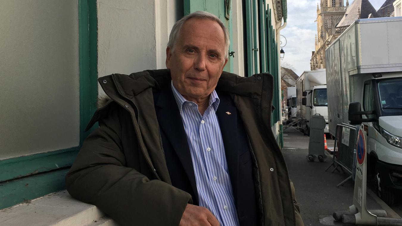 L'acteur Fabrice Luchini a amicalement posé pour le Journal de Montreuil, ce vendredi 9 avril, à l'issue d'une journée de tournage dans la cité des remparts en compagnie de Catherine Frot et Philippe Katerine.