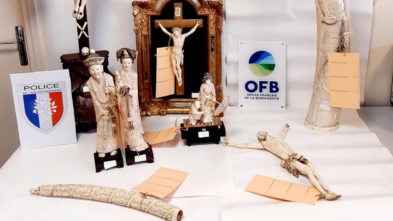 Objets en ivoire saisis en mars 2021.