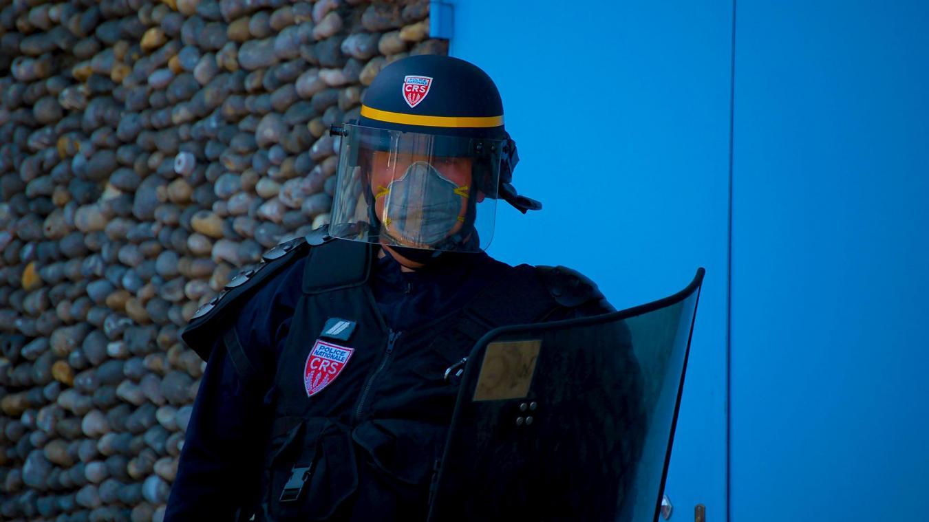 Dénoncé par les organisations de journalistes mais largement soutenu par les syndicats policiers, l'article 24 de la loi sécurité globale a pour ambition de protéger les forces de l'ordre en opération en pénalisant la diffusion malveillante de leur image.