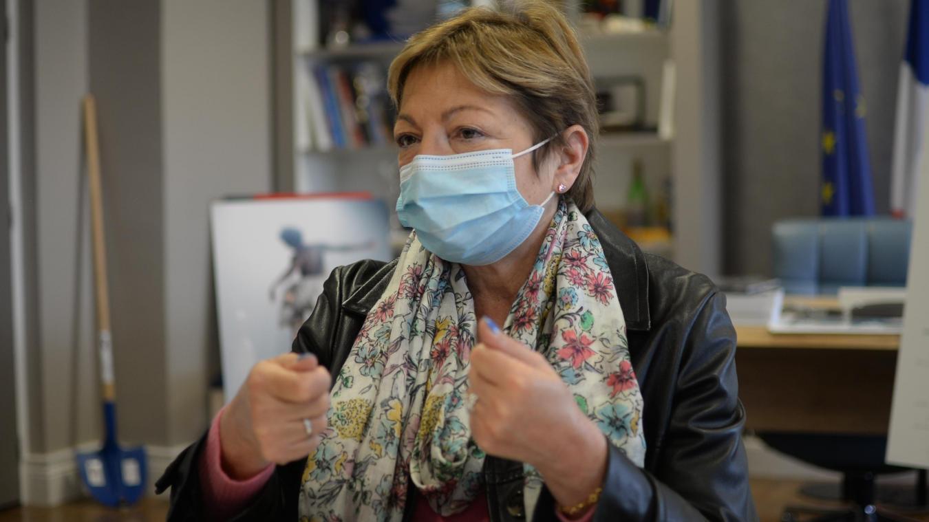 La maire de Calais Natacha Bouchart demande l'ouverture de la vaccination à tous.