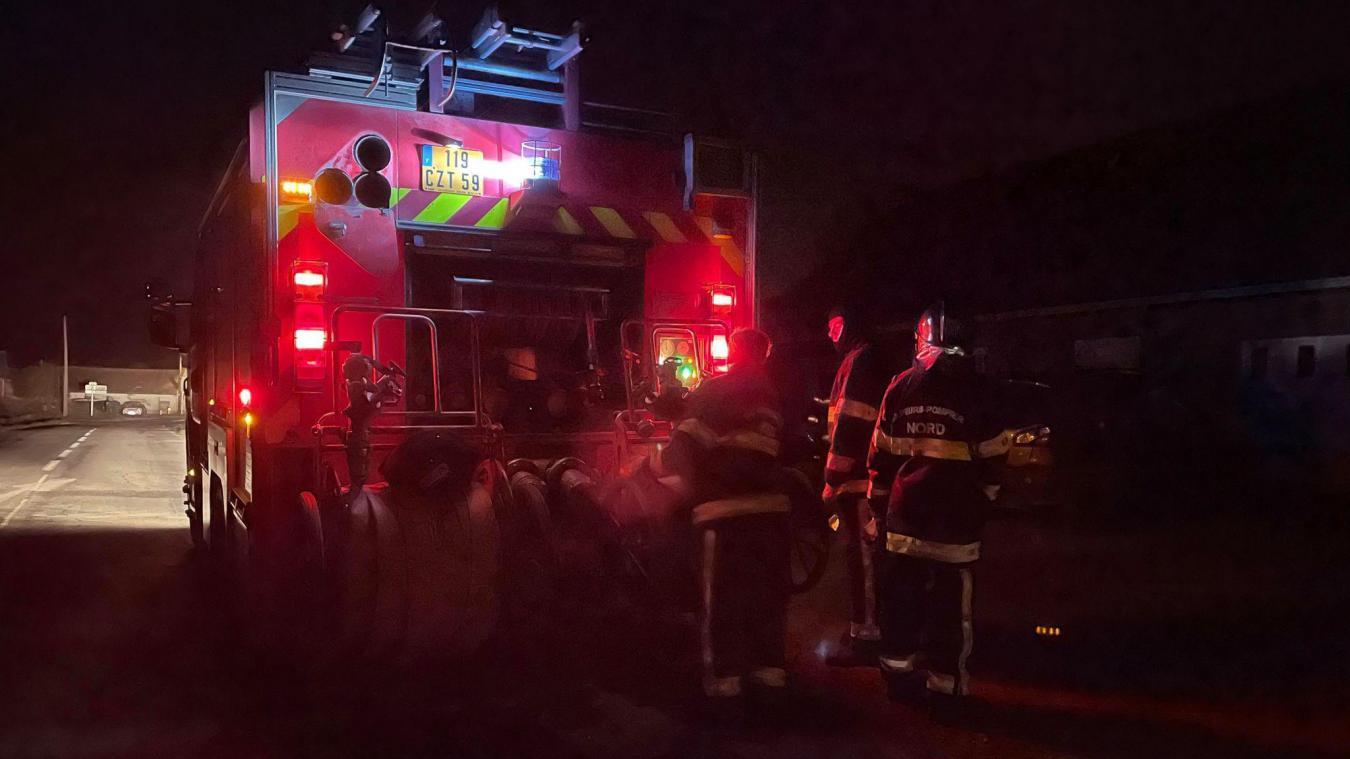 Après l'arrivée des pompiers, le feu a très vite été éteint.