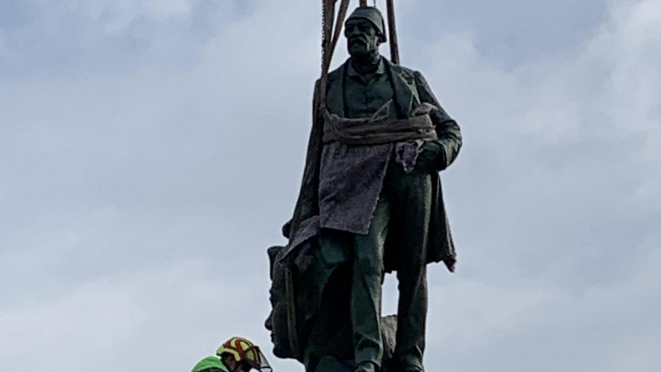 Après plusieurs semaines de rénovation, la statue d'Auguste Mariette a retrouvé son socle.