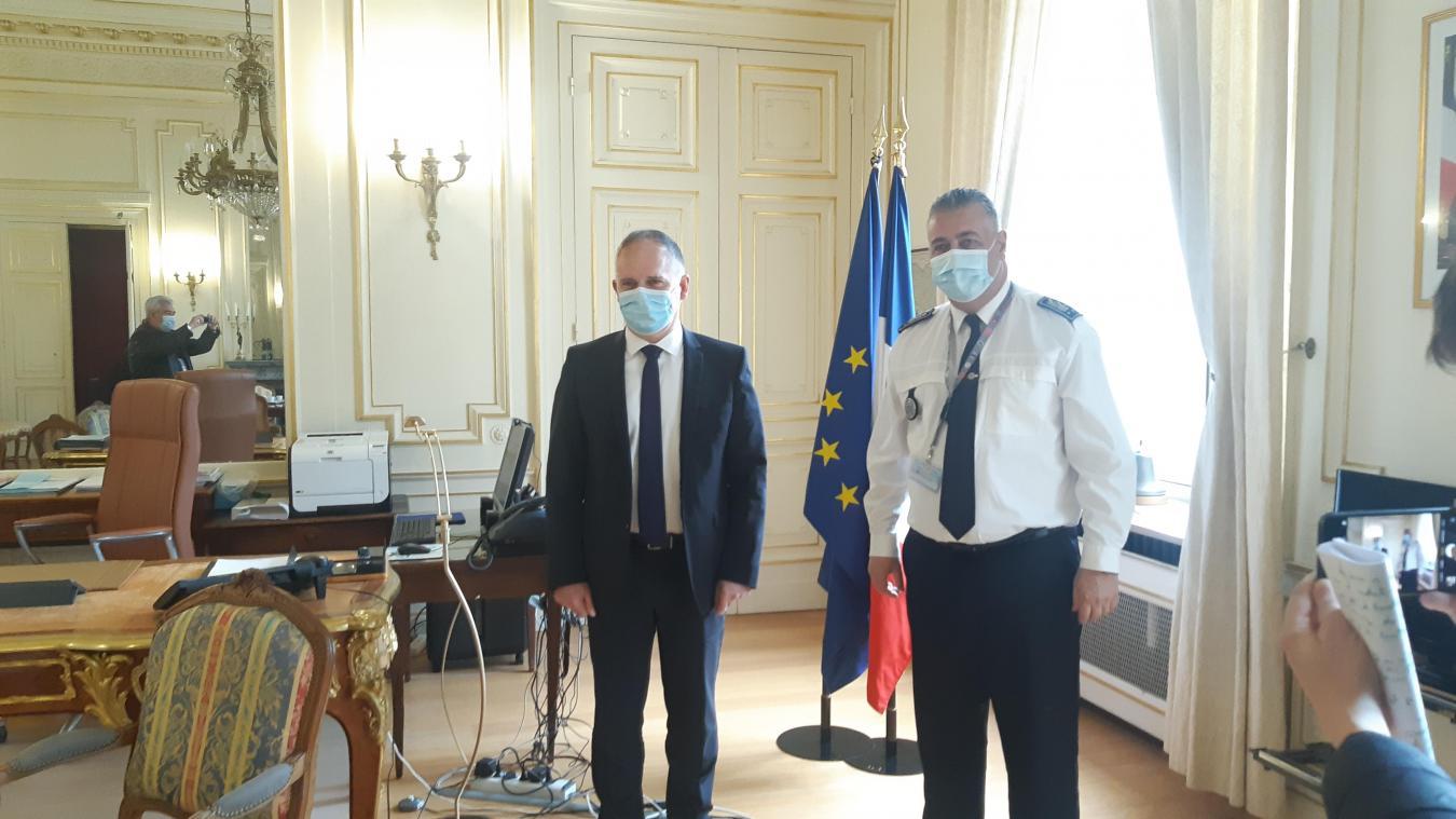 Louis Le Franc, préfet du Pas-de-Calais et Benoît Desferet, le nouveau directeur départemental de la sécurité publique du Pas-de-Calais, ont annoncé des postes supplémentaires de policiers créés en 2021 dans l'Artois.