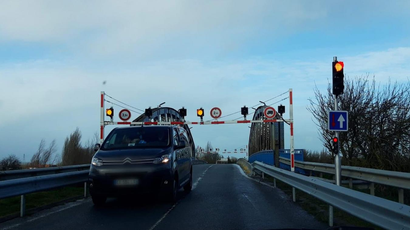 Le Département du Nord a porté plainte après le non-respect de la limitation de tonnage sur le pont de Looberghe.