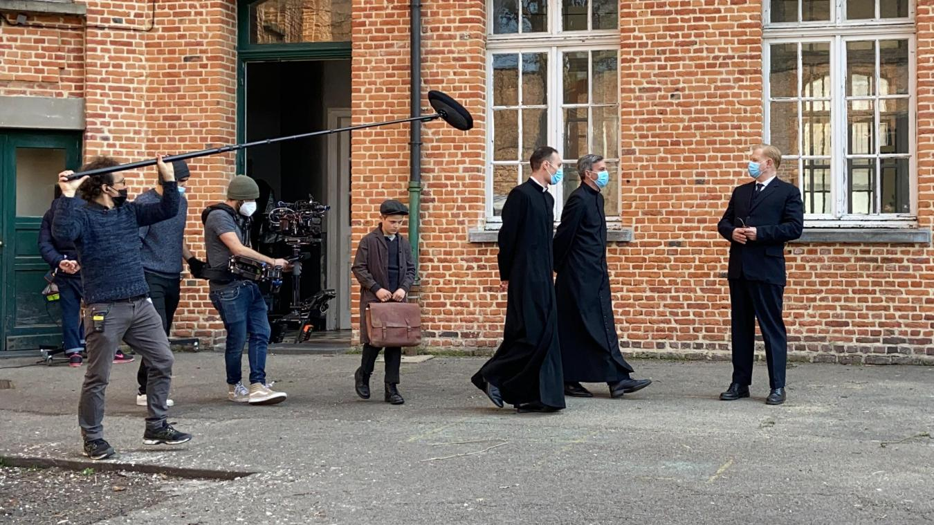 Les caméras ont débarqué dans la cour de récréation de l'école Victor-Hugo lundi pour la série «Les Papillons noirs».