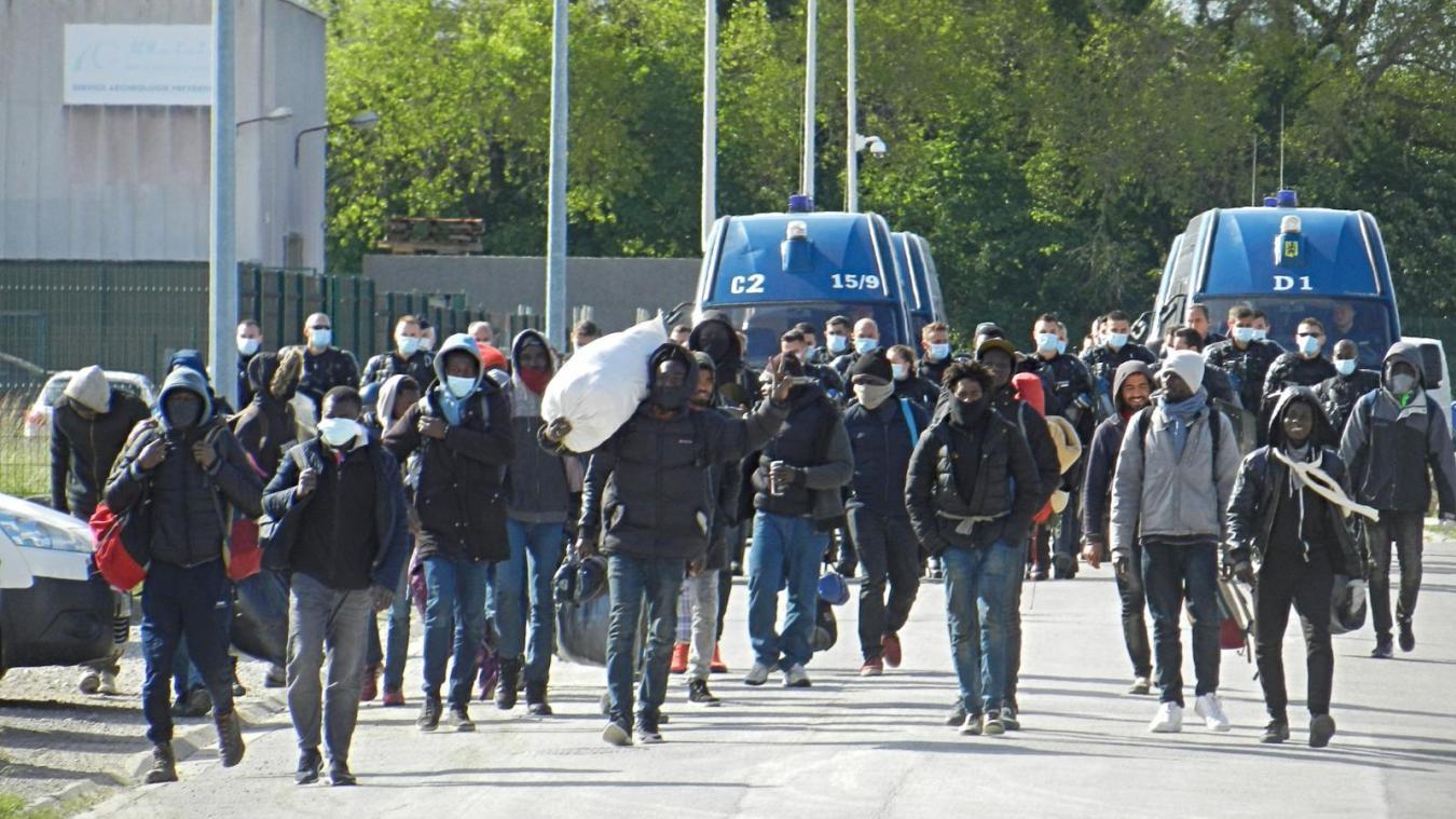 Les gendarmes avaient été interpellés par un chauffeur pour faire descendre des migrants qui étaient dans sa remorque.