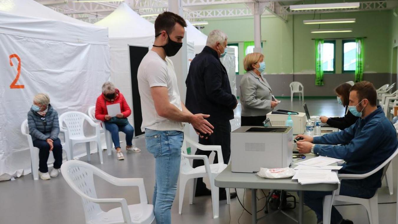 Désormais, à Étaples-sur-Mer, les vaccinations ont lieu à la salle de tennis de table de la Corderie.