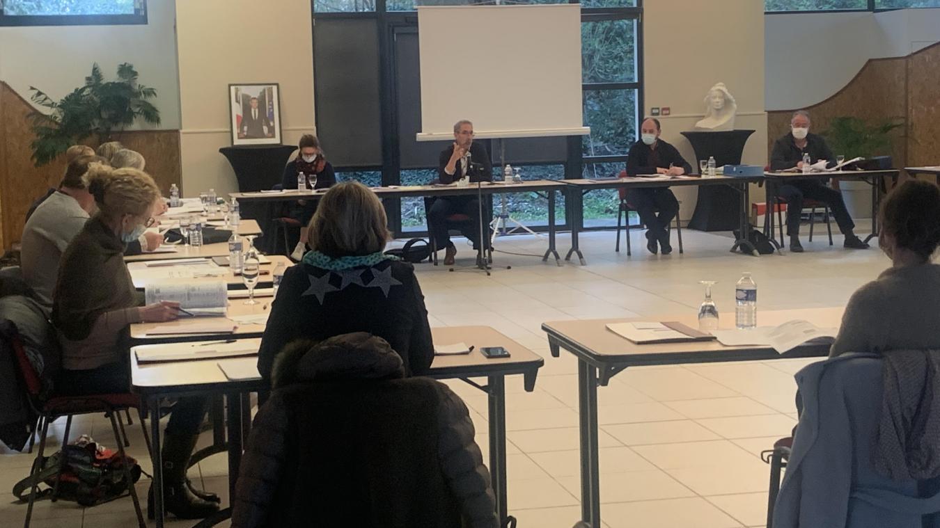 Réuni le mardi 13 avril, à la salle du petit Bois, le conseil municipal a voté à l'unanimité le budget primitif pour l'année 2021.