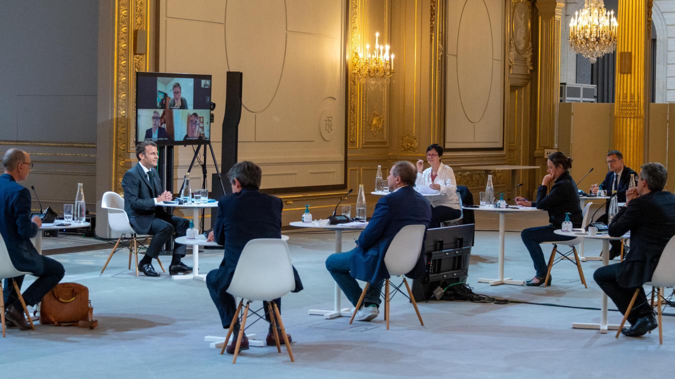 Organisée ce mercredi à l'Élysée, la rencontre a permis à Emmanuel Macron de présenter à la presse régionale le calendrier de réouverture progressive d'ici le début de l'été.