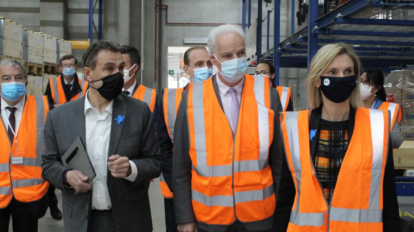 Les ministres Agnès Pannier-Runacher, chargée l'Industrie, et Alain Griset, chargée des PME, ont visité le site de Lenze avec son PDG, Francis Kopp.