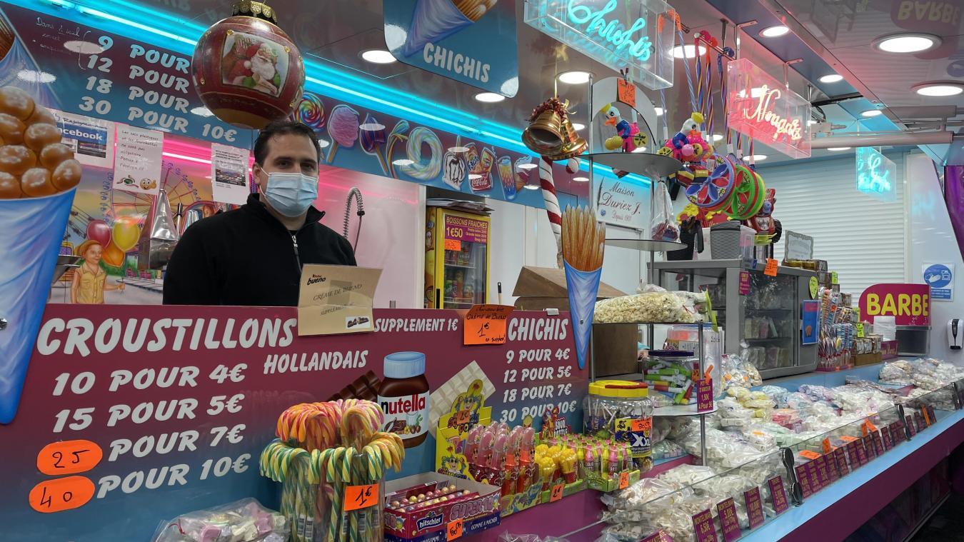 Johan Duriez ouvre son stand de sucreries sur son terrain à Wemaers-Cappel depuis décembre 2020. Il propose désormais un service friterie.