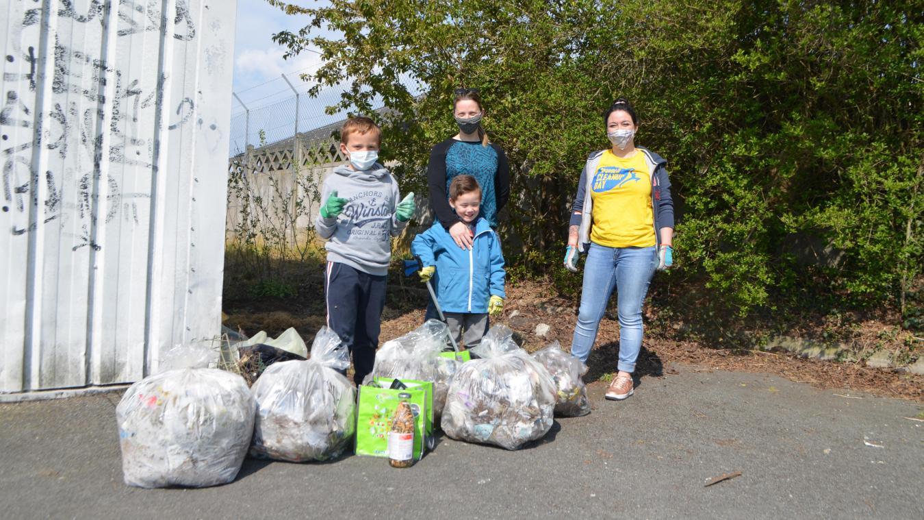 Les bénévoles ont ramassé les déchets pendant une matinée et ont constitué une dizaine de sacs.