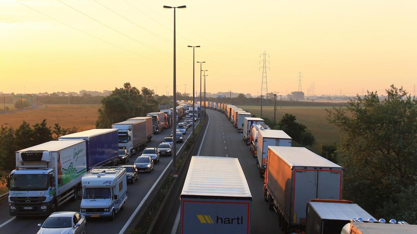 Sur l'A16 ou l'A25, les ralentissements sont nombreux, en cas d'accident, de travaux, aux heures de pointe ou simplement les week-ends d'été. illustration