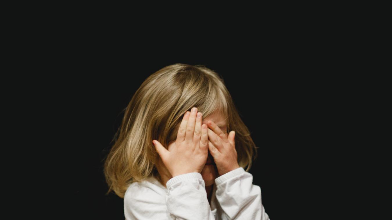 Selon des chiffres du gouvernement, le recours aux urgences psychiatriques a augmenté de 40% en 2020 et 40% des parents ont déclaré avoir observé des signes de détresse chez leur enfant.