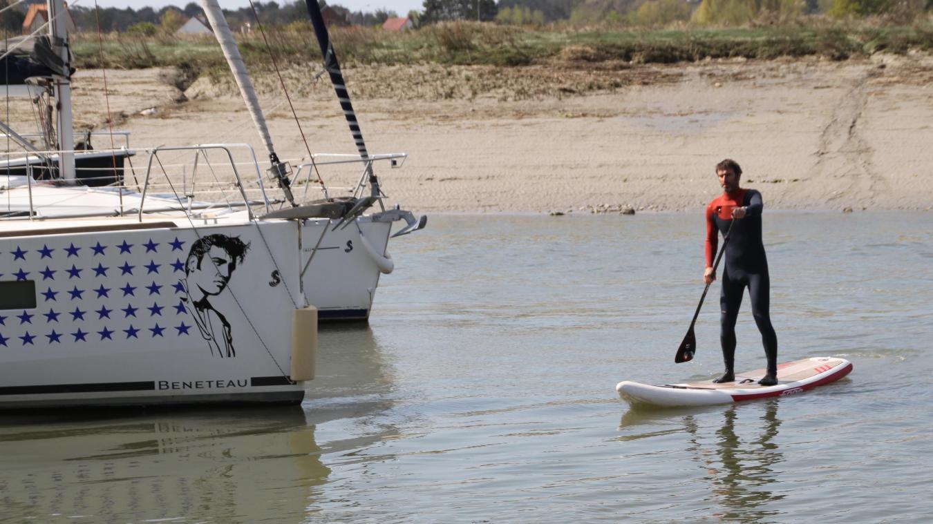Antony Colas sur un paddle, jeudi dernier, en fin de matinée, à l'occasion de la marée montante.