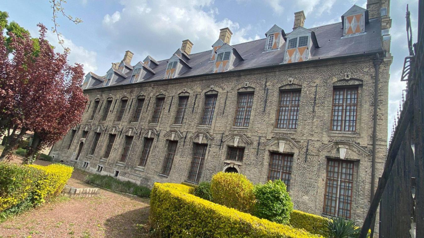 Ce bâtiment est un exemple de l'architecture civile en Flandre au XVIIe siècle. Il est classé Monument historique en 1907. Le musée y est installé depuis 1956.