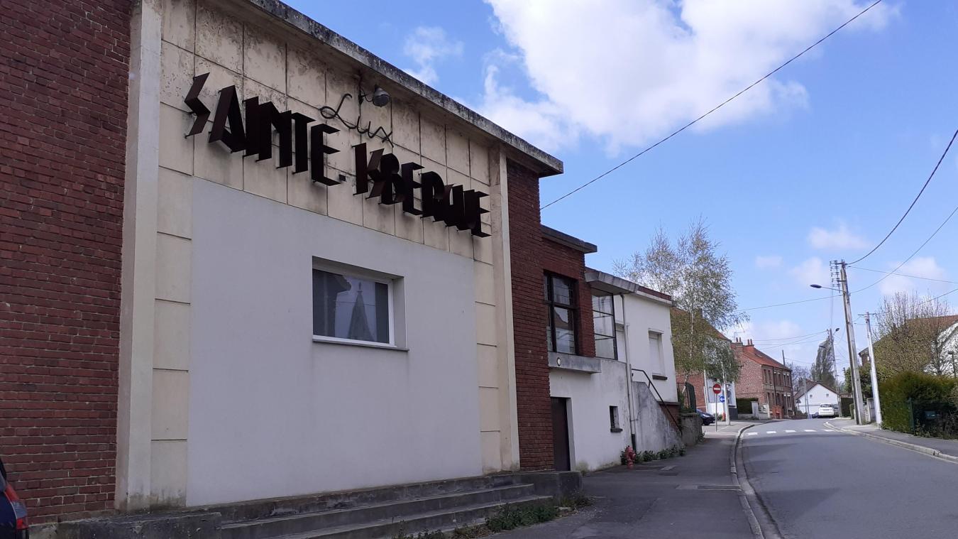 Aucune des salles de cinéma n'a été détruite à Isbergues. Grâce à sa façade, l'ancien Lux, situé près de l'école St Eloi - Ste Isbergues, est facilement reconnaissable.