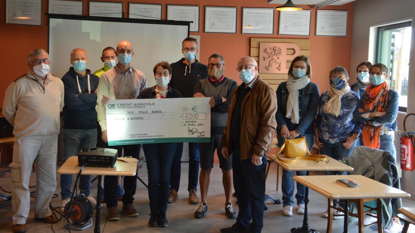 Un chèque de 6000euros a été donné à l'association Sourire d'Autistes de Vieille-Chapelle.