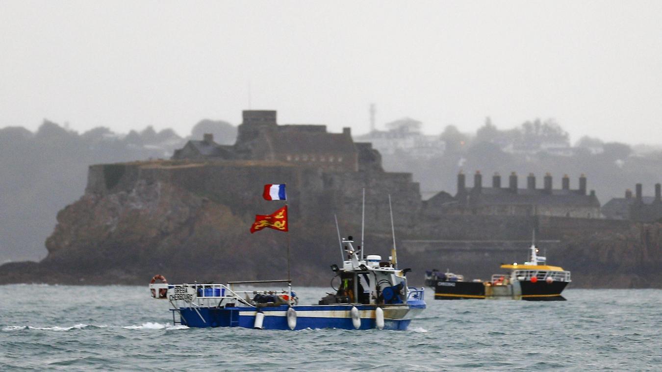 Environ 70 bateaux de pêche normands ont navigué vers l'île de Jersey jeudi 6 mai pour protester contre les conditions de pêche imposées aux marins français suite au Brexit.