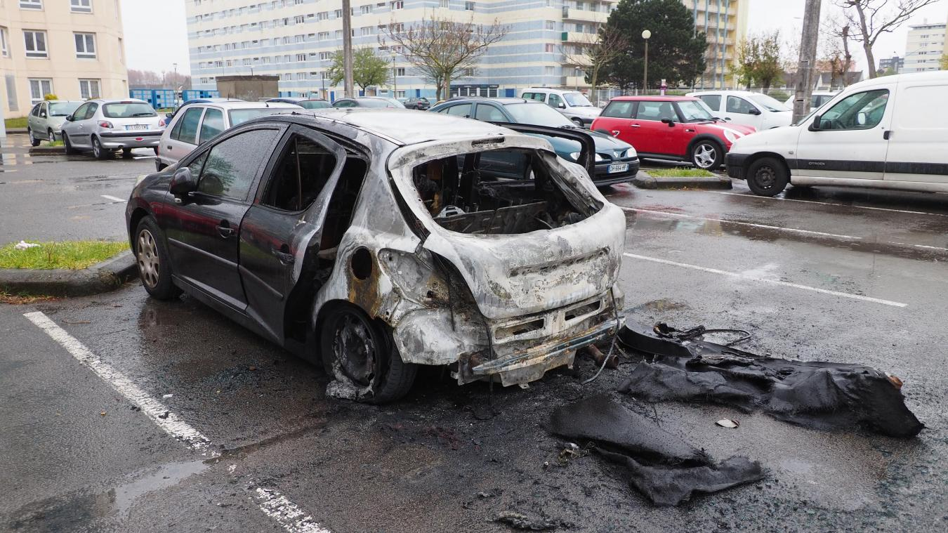 L'incendie de la voiture a eu lieu dans la nuit de vendredi à samedi, peu avant minuit.