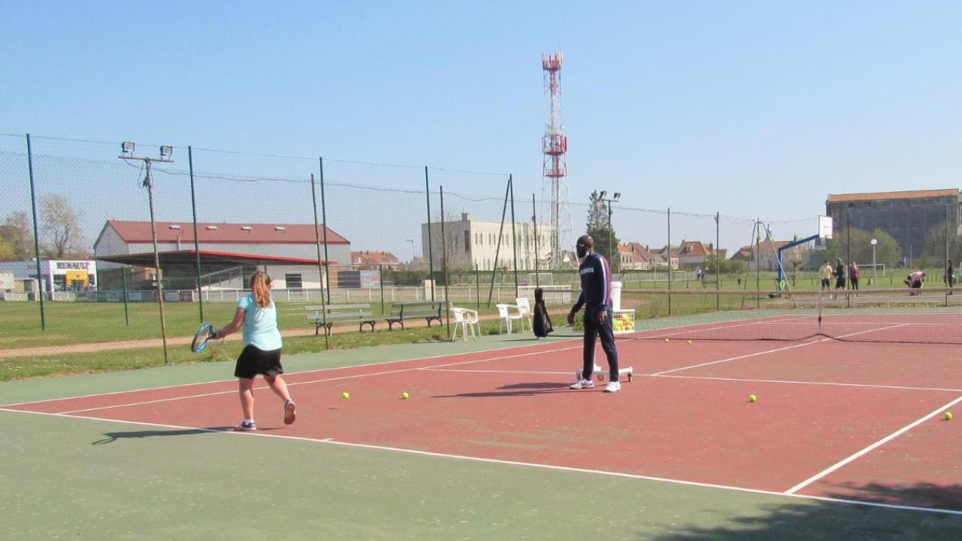 Dès qu'ils l'ont pu, les licenciés du club de tennis ont retrouvé les courts.