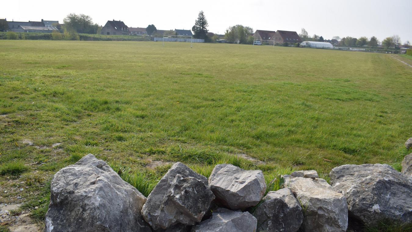 Il y a trois ans, la municipalité a défriché le site. Se posait alors la question de savoir quoi faire de cet espace, aujourd'hui «habité» par deux buts de football, sans filet.