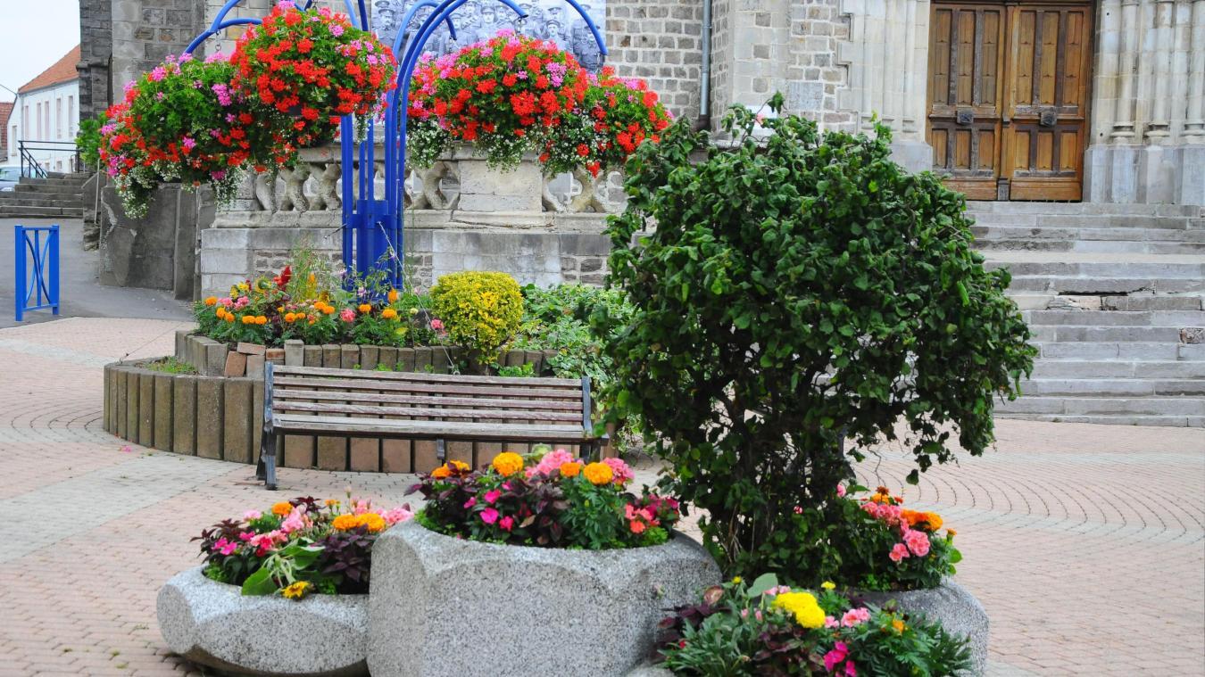 La municipalité organise un concours des maisons fleuries.