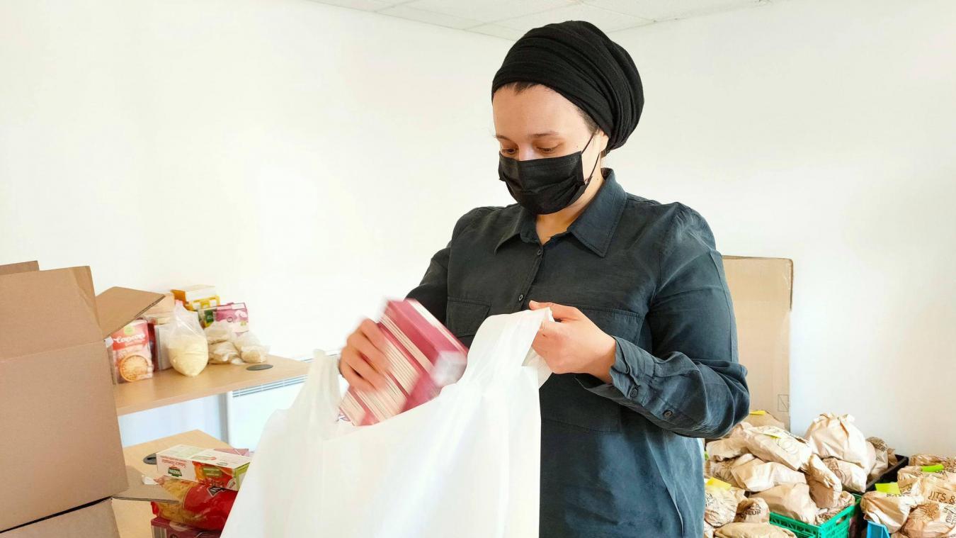 Les colis sont préparés puis distribués chaque week-end au domicile des personnes qui en ont besoin.