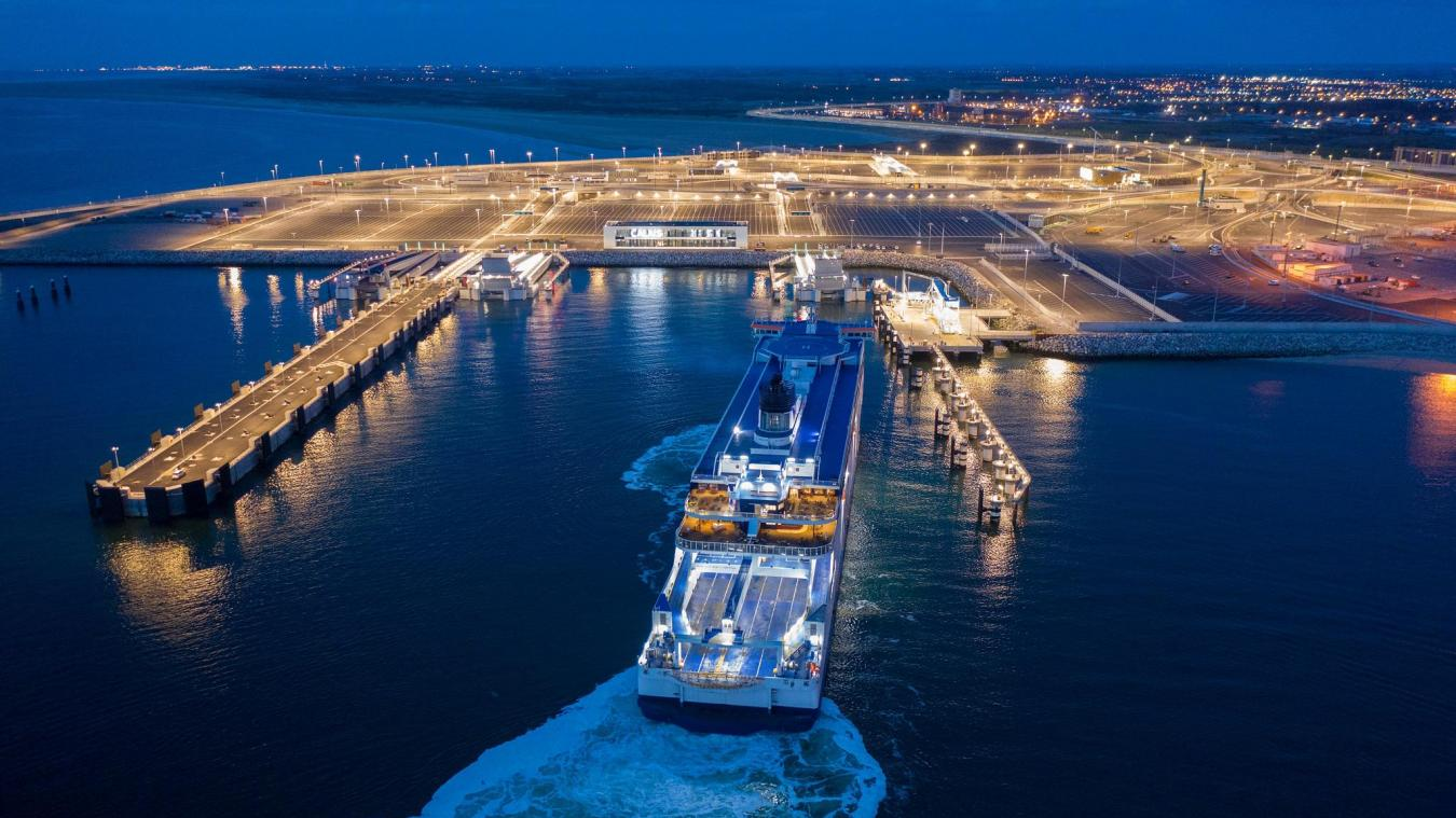 Les premiers essais des passerelles du port se sont déroulés samedi soir.