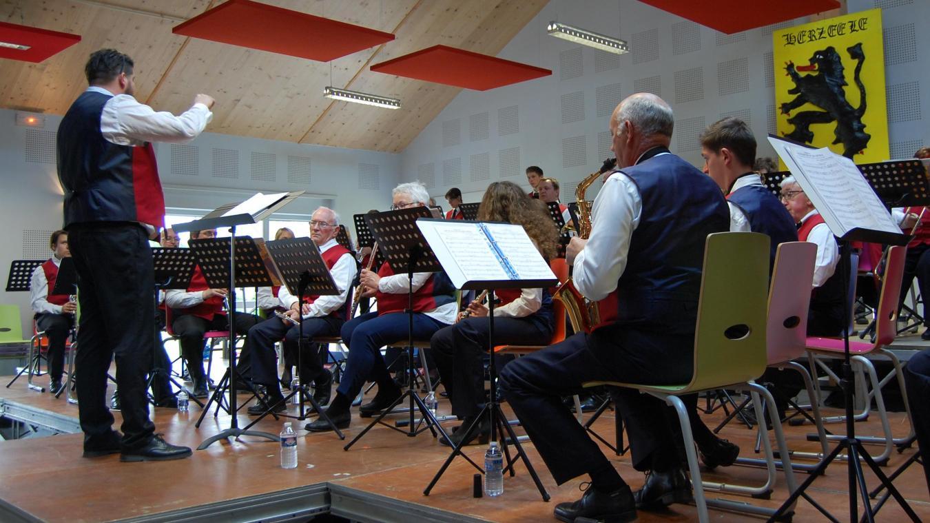 De nombreux musiciens ont quitté l'harmonie à cause de leur âge ou de leurs études.