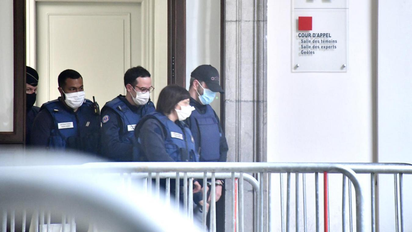 Sous escorte policière, Nordahl Lelandais quitte le palais de justice de Chambéry pour le centre pénitentiaire de Saint-Quentin-Fallavier, vendredi 7 mai.