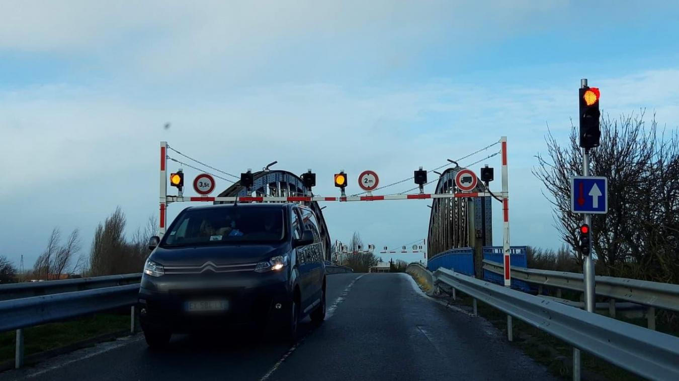 Malgré la menace de fermeture du pont de Looberghe il y a quelques semaines, une énième dégradation a été constatée par les services du Département.