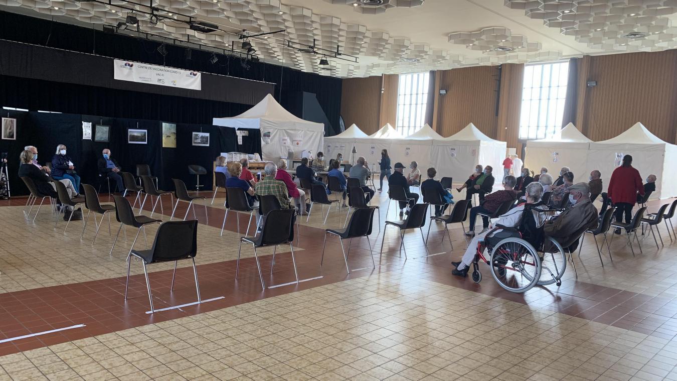 Le centre de vaccination d'Hazebrouck occupe la grande salle d'Espace Flandre depuis la mi-mars.