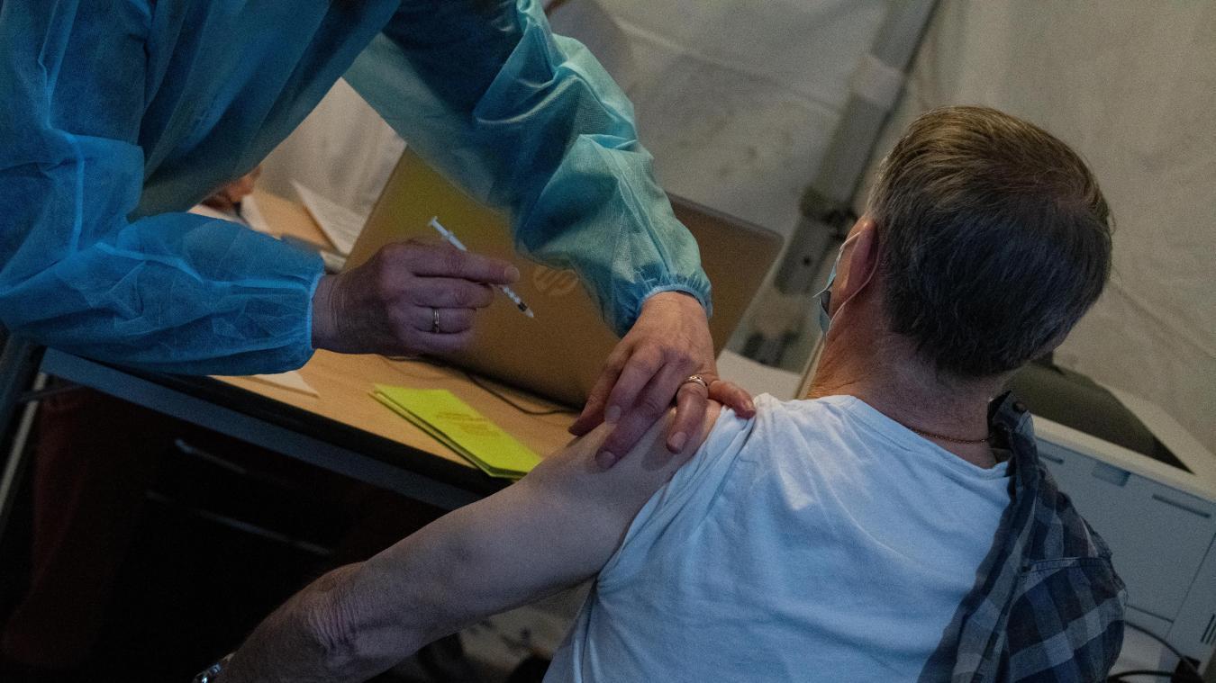 3 700 doses de vaccins Pfizer et Moderna sont prévues ce week-end à Artois expo.