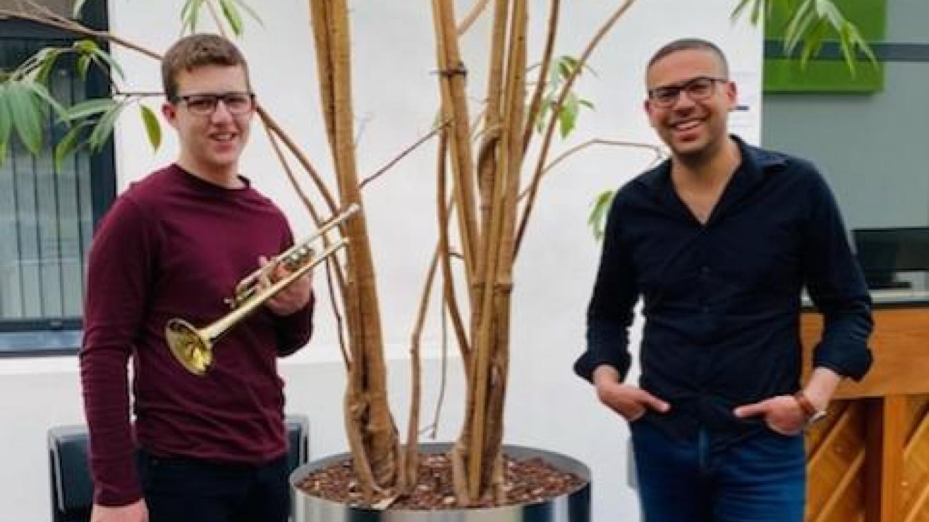 Eloi Germain et son professeur Samir Ferhahi.