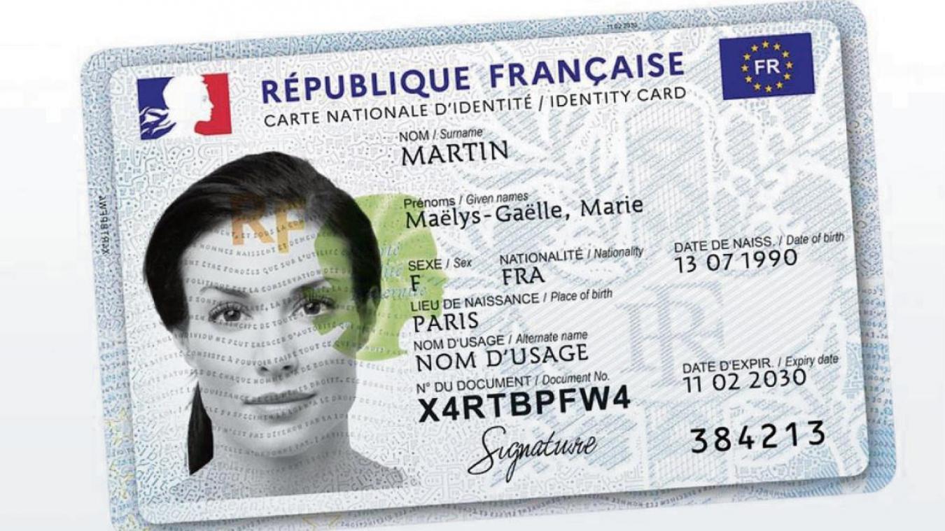 La nouvelle carte d'identité se veut plus sécurisée grâce à une puce infalsifiable selon le ministère de l'Intérieur.