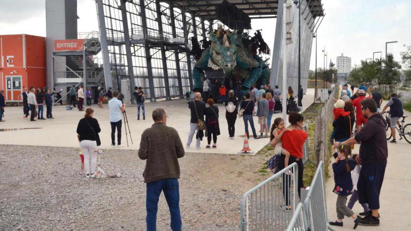 Les saisonniers devront gérer le public autour du Dragon pendant ses sorties de l'été.