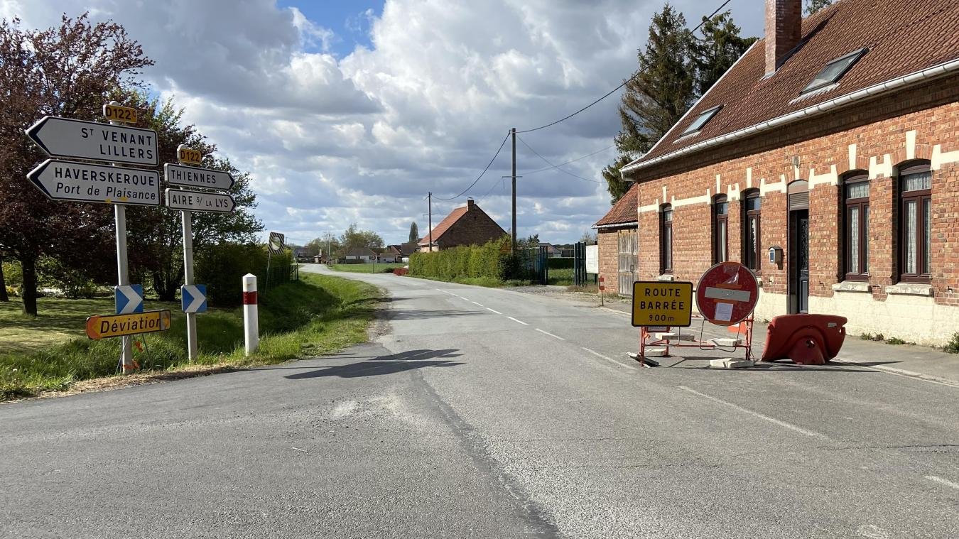 La route est barrée à partir du n°164 de la rue de Merville, à Haverskerque.